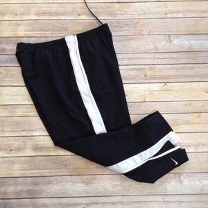 Nike black & white pocketed drawstring capris